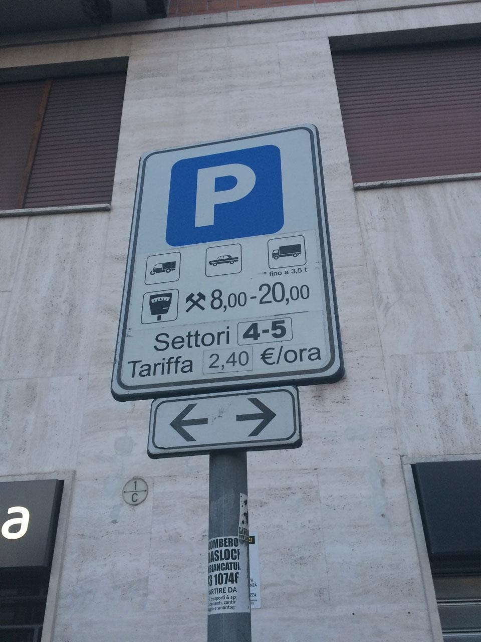 Знак парковки с ограничениями и указаниями