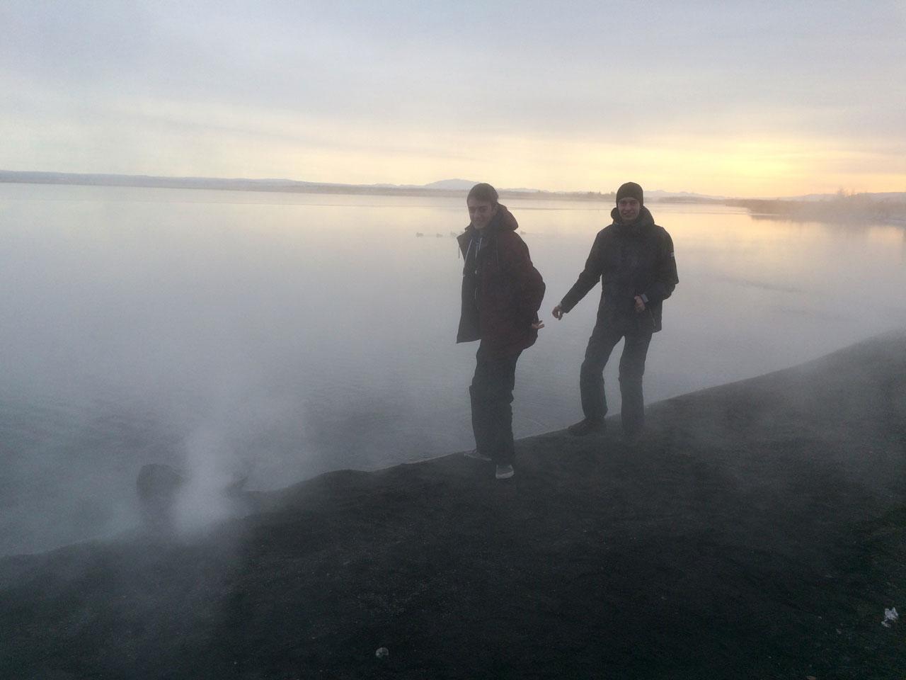 """""""Дымящееся"""" озеро - впервые вижу снег и теплое озеро. Для меня это некоторое чудо"""
