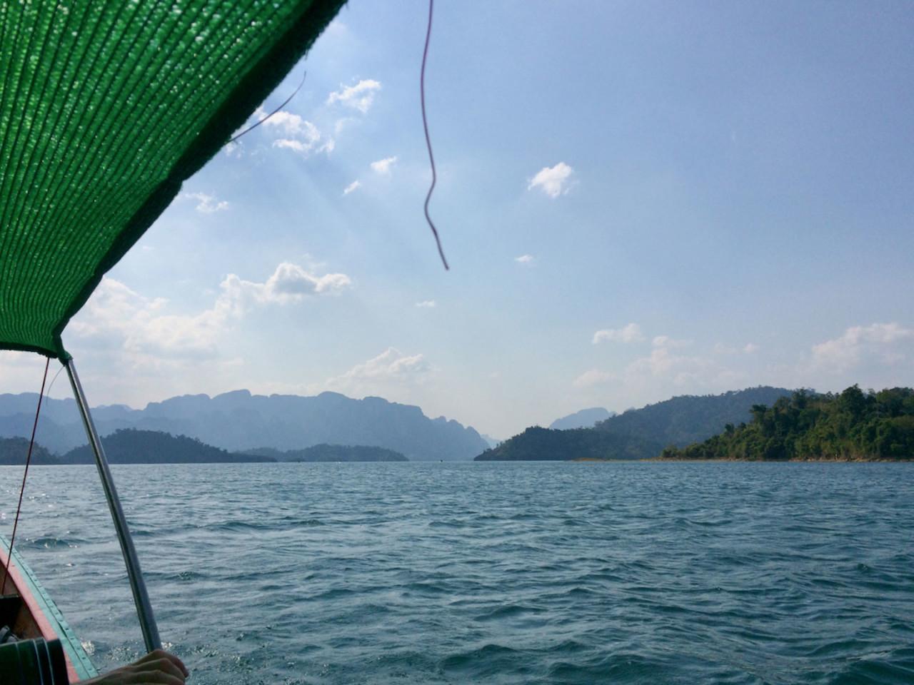 Прокатная лодка на Khao Sok