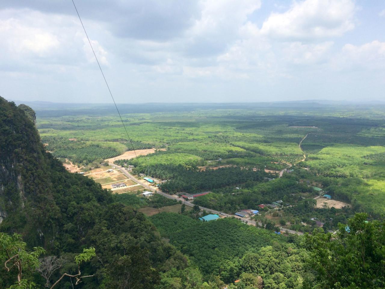 По пути на вершину Tiger Cave Temple